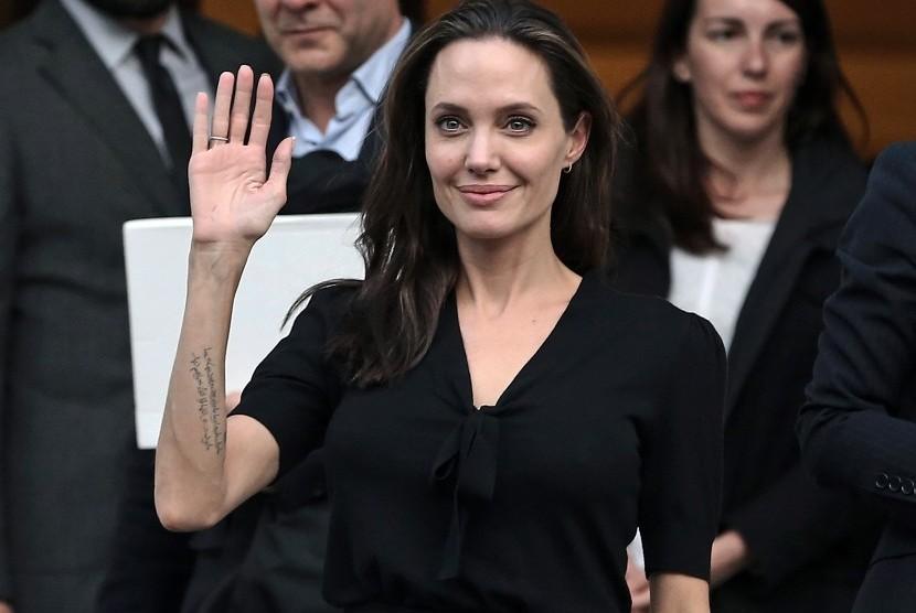 Angelina Jolie Hadapi Masalah Kewangan