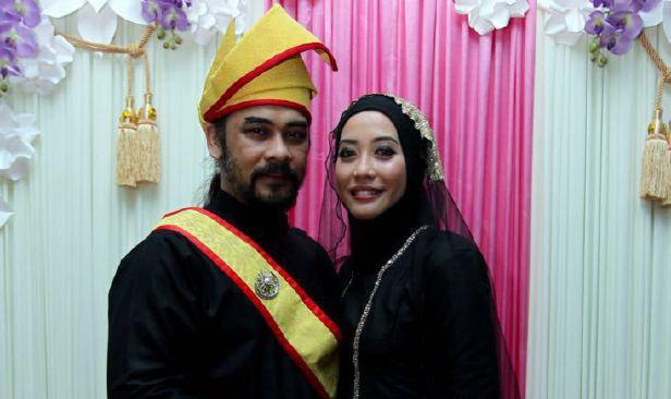 Awie Dan Isteri Sambut Syawal Di Thailand