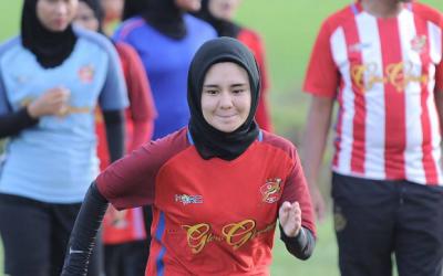Pemain Bola Sepak Wanita Kelantan Curi Tumpuan