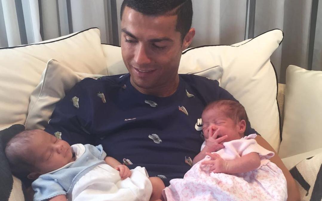 Cristiano Ronaldo Dedahkan Gambar Bayi Kembar