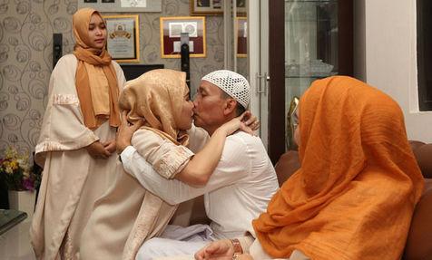 Netizen Kecam Ayu Tingting Cium Mulut Ayah