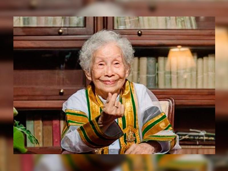 Di Usia 91 Tahun, Nenek Genggam Segulung Ijazah