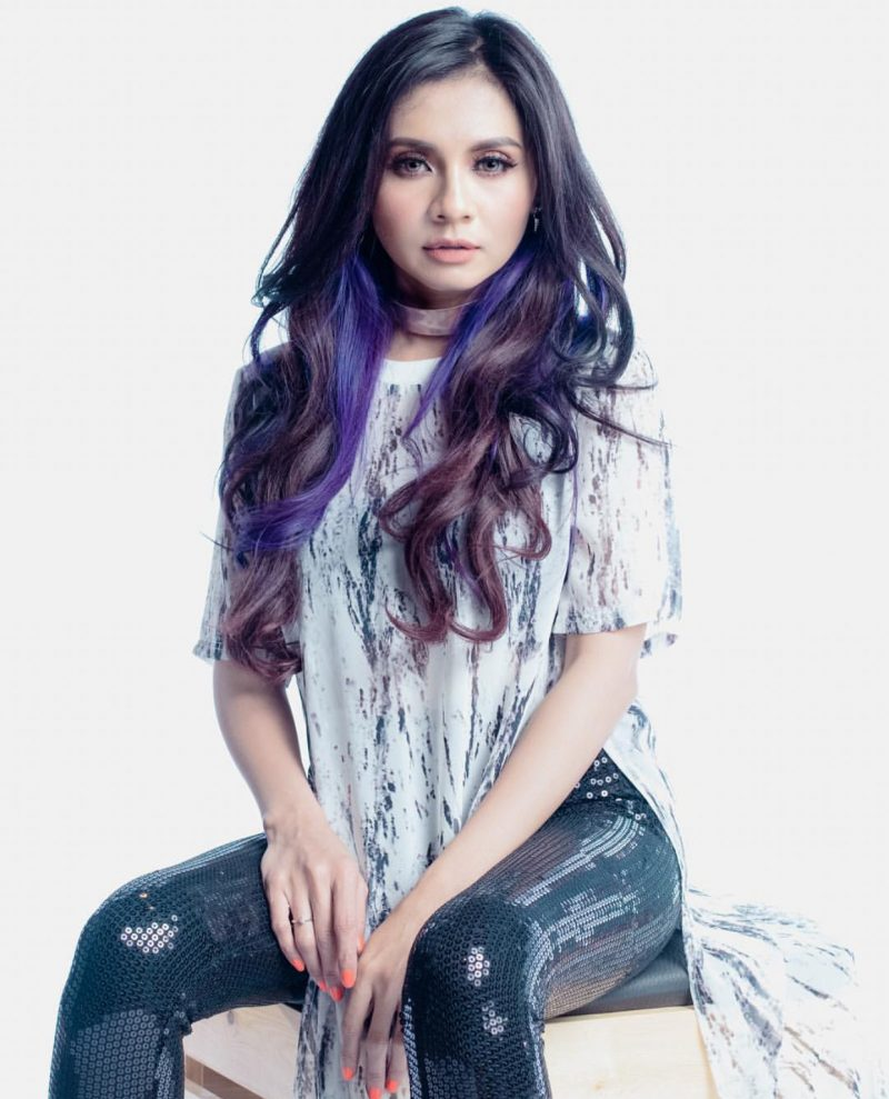 4 artis malaysia yang pernah dikecam kerana berpakaian