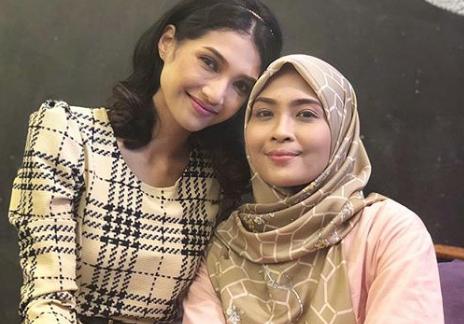 """""""I Tak Mampu Benci Dia Sebab Tersangatlah Sweet,"""" -Respond Siti Nordiana Bila Pertama Kali Berlakon Dengan Atikah Suhaime"""