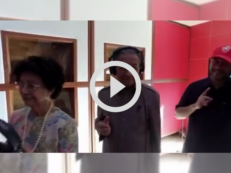 [VIDEO] Bila Syed Saddiq, Tun M & Tun Siti Hasmah Buat Mannequin Challenge, Comel Gila!