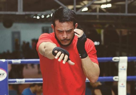 """""""MMA Fighter. Semua Orang Tak Pakai Bajulah Fight."""" – Selepas Tombiruo, Zul Ariffin Sekali Lagi Tayang Badan Sado!"""