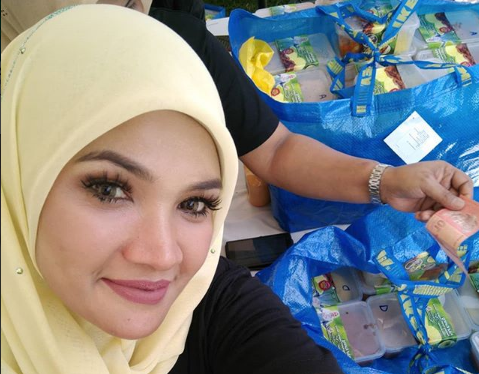 Video Anak Zarina Zainuddin Tunggu Ibu Balik Curi Perhatian Netizen